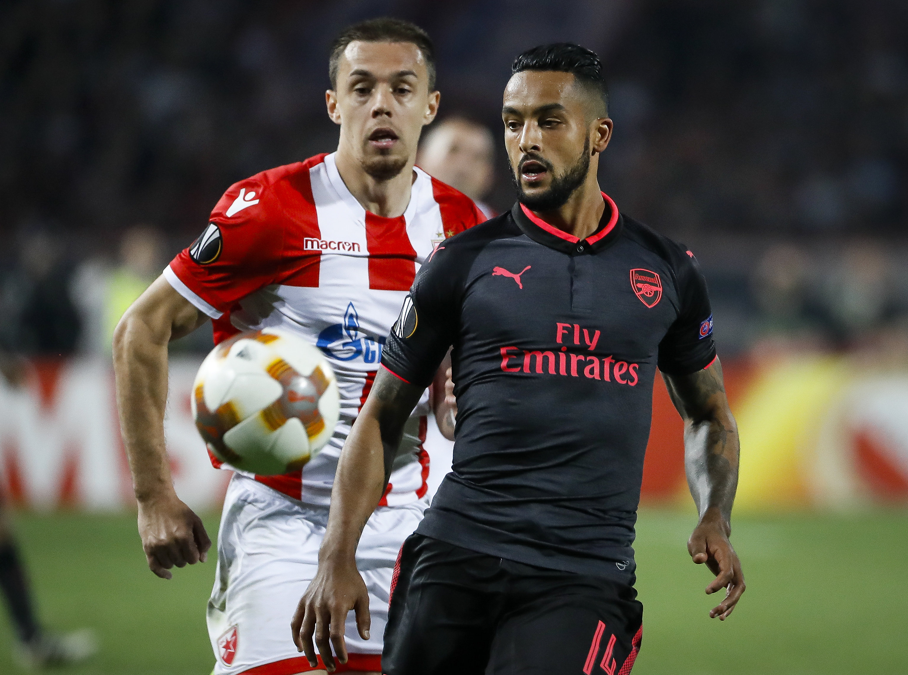 Everton 'enter race for Theo Walcott'